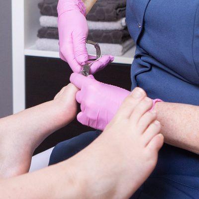 Voetverzorging-yvonne_verdikte-nagels-behandelen